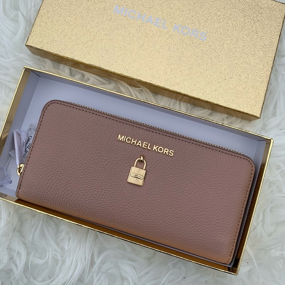 5b46bfa7f42e MK GIFTABLES ADELE CONTINENTAL LEATHER WALLET. NWT. MICHAEL Michael Kors